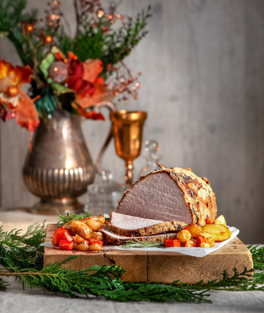 Πρωτοχρονιάτικο Ρεβεγιόν: Ροστμπίφ με κρούστα μυρωδικών με πατάτες και λαχανικά