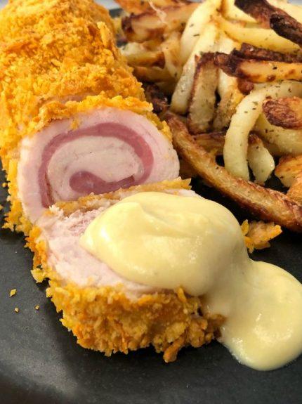 Κοτόπουλο Cordon Bleu με πατάτες σαν τηγανητές